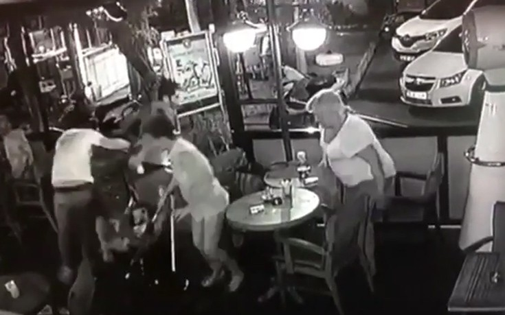 Νέο βίντεο από την ώρα του σεισμού στην Κω, θαμώνες τρέχουν σε καφετέρια