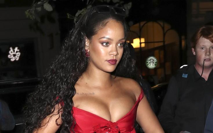 Έτοιμο να εκραγεί το μπούστο της Rihanna