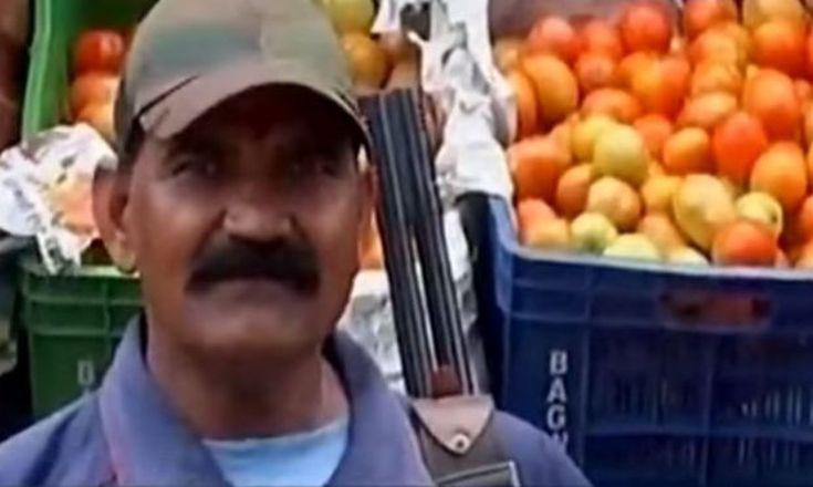 Η περιοχή της Ινδίας όπου ένοπλοι φρουρούν τις... τομάτες