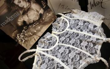 «Απάτη» ο κορσές της Μαντόνα που πουλήθηκε σε δημοπρασία