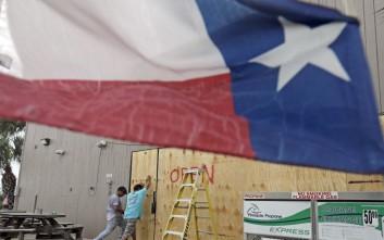 Πόρους για την αντιμετώπιση του τυφώνα Χάρβεϊ ζητά ο κυβερνήτης του Τέξας