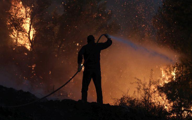 Μεγάλες καταστροφές στον Κάλαμο, αναζωπυρώνεται το μέτωπο προς Καπανδρίτι