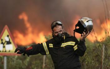 Χωρίς σημάδια βελτίωσης η εικόνα της φωτιάς στον Κάλαμο
