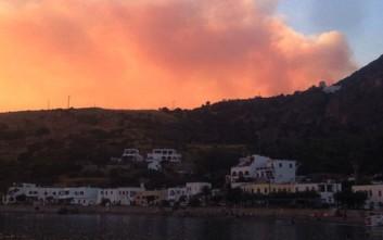 Σκληρή μάχη με τις φλόγες στον Μυλοπόταμο Κυθήρων