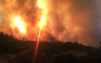 Στα νοτιοδυτικά Κύθηρα εστιάζονται πλέον οι προσπάθειες της Πυροσβεστικής