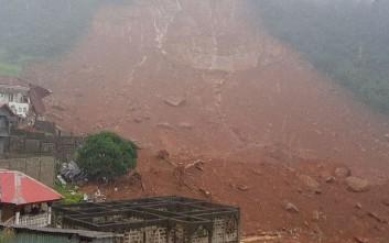 Νεκρά 105 παιδιά από τις σαρωτικές πλημμύρες και κατολισθήσεις στη Σιέρα Λεόνε