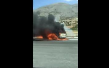 Αυτοκίνητο τυλίχθηκε στις φλόγες στην Εγνατία Οδό