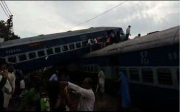 Νεκροί και δεκάδες τραυματίες από εκτροχιασμό αμαξοστοιχίας στην Ινδία