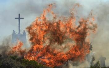 Καίγονται για 4η μέρα τα Κύθηρα με τους ανέμους να μην υποχωρούν