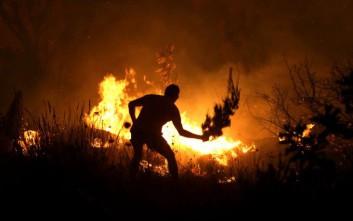 Ολονύχτια μάχη με τις φλόγες στην Αχαΐα