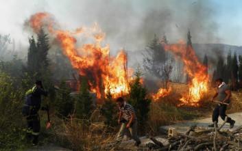 Εκτός ελέγχου παραμένει η φωτιά στα Κύθηρα