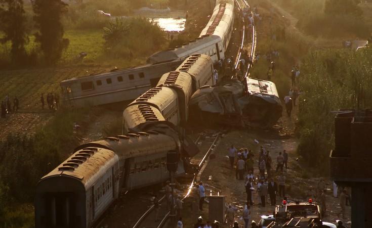 Εικόνες από τη σύγκρουση τρένων με 42 νεκρούς στην Αλεξάνδρεια της Αιγύπτου