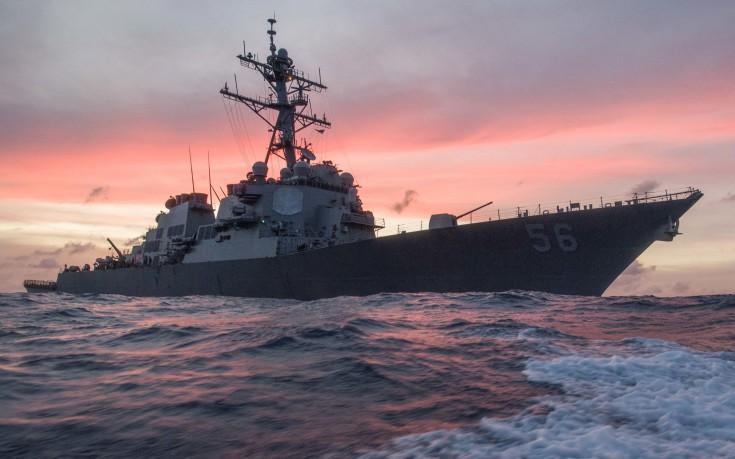 Σύγκρουση αμερικανικού αντιτορπιλικού με δεξαμενόπλοιο στη Σιγκαπούρη