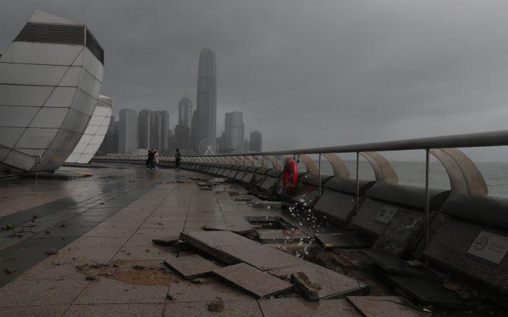 Δώδεκα νεκροί από τον τυφώνα Χάτο στο Χονγκ Κονγκ