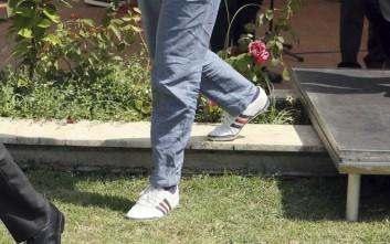 Πρωθυπουργός εμφανίστηκε με αθλητικά παπούτσια σε διεθνή σύσκεψη