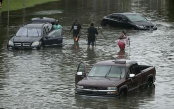 Πρωτοφανείς πλημμύρες στο Τέξας, κλειστό το λιμάνι του Χιούστον