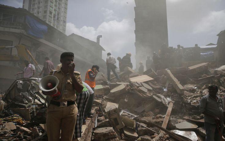 Εξαώροφη πολυκατοικία κατέρρευσε κοντά στο Δελχί