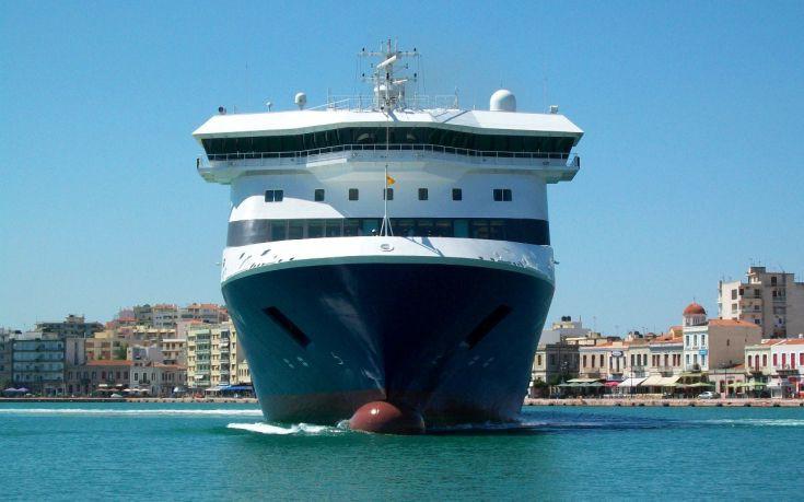 Επιχείρηση «αποκόλληση» για το Blue Star Patmos