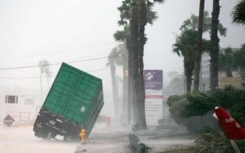 Σε κατάσταση φυσικής καταστροφής το Τέξας, έφτασε ο τυφώνας Χάρβεϊ