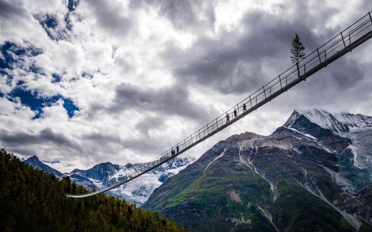 Πεζογέφυρα στην Ελβετία μόνο για πολύ τολμηρούς