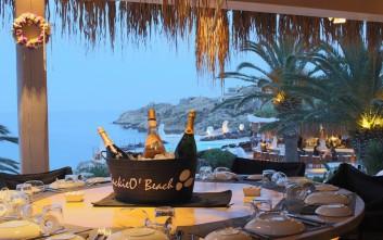Νόστιμα τραπέζια σε παραλίες της Μυκόνου