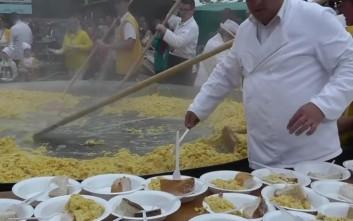 Τεράστια ομελέτα από... 10.000 αυγά στο Βέλγιο