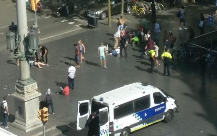 Αποτέλεσμα εικόνας για Φορτηγό έπεσε πάνω σε πλήθος ανθρώπων στο κέντρο της Βαρκελώνης