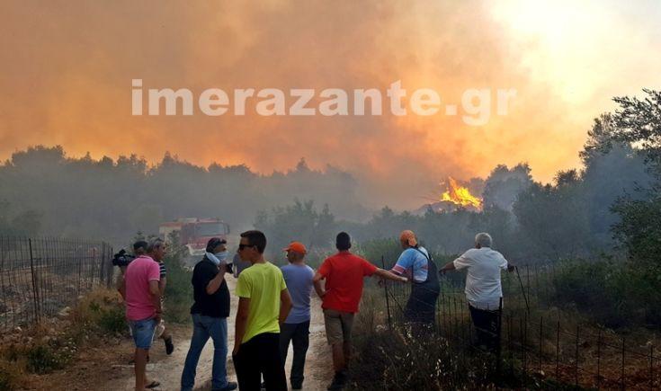 Εναέρια μέσα στη μάχη της πυρόσβεσης στα έξι μέτωπα της Ζακύνθου