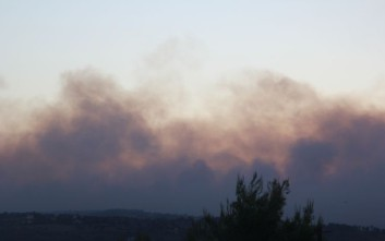 Εκτροπή της κυκλοφορίας στη λεωφόρο Μαραθώνος λόγω πυρκαγιάς