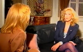 Η Αλίκη Βουγιουκλάκη παίρνει συνέντευξη από τη Ζωή Λάσκαρη