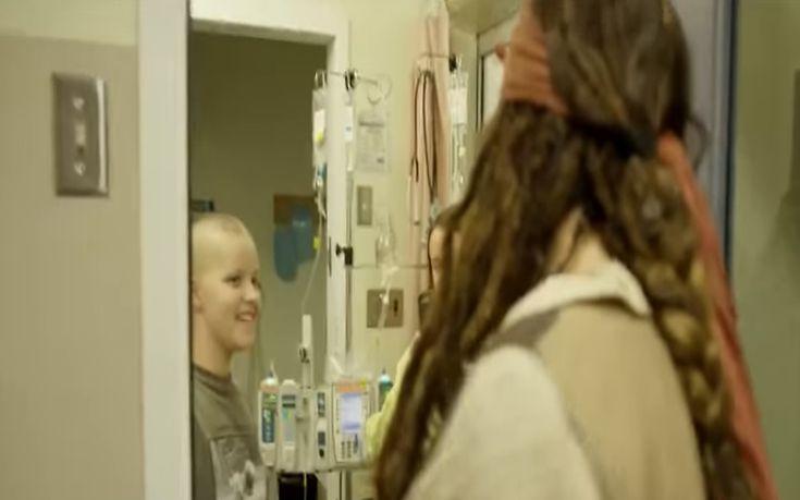 Επίσκεψη-έκπληξη του Τζακ Σπάροου στα καρκινοπαθή παιδιά