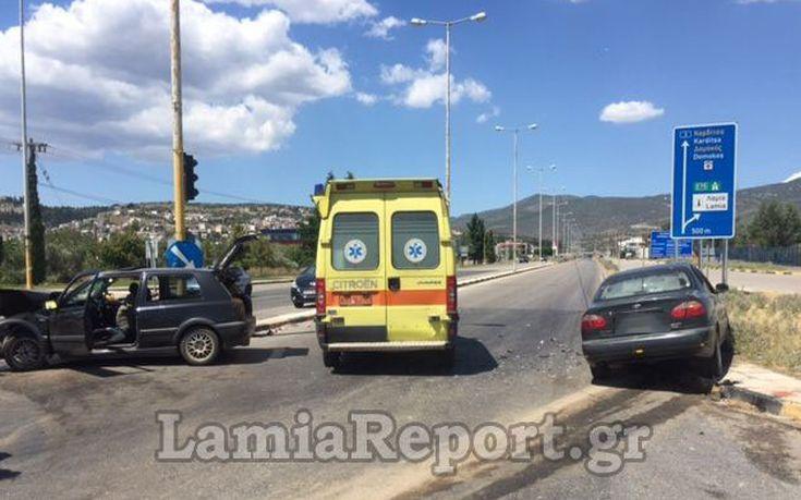 Πέντε άτομα στο Νοσοκομείο έπειτα από τροχαίο στη Λαμία