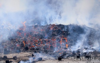 Υπό μερικό έλεγχο η πυρκαγιά σε μεταφορική εταιρεία στο Ρέντη