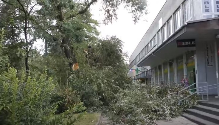 Νεκροί τέσσερις άνθρωποι σε σφοδρές καταιγίδες στην Πολωνία