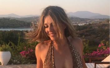 Η Ελίζαμπεθ Χάρλεϊ κάνει διακοπές στις Σπέτσες και περνάει υπέροχα