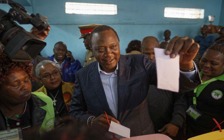 Προβάδισμα του νυν προέδρου στις εκλογές στην Κένυα