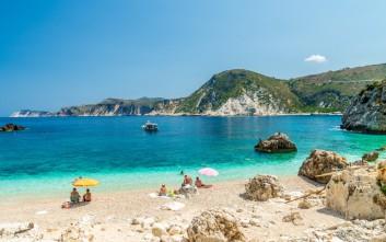 Για μπάνιο στην υπέροχη παραλία της Αγίας Ελένης