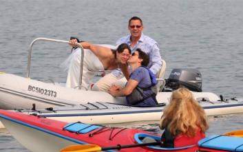 Απρόσκλητος επισκέπτης σε γαμήλια φωτογράφιση ο καναδός πρωθυπουργός