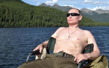 Σε Putin-mania οι Ρώσοι, φωτογραφίζονται όπως εκείνος