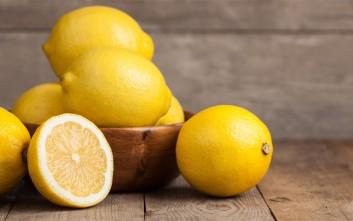 Λαμπερά νύχια με χυμό λεμονιού