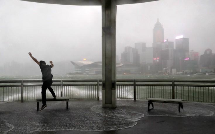 Έφθασε στη νότια Κίνα ο τυφώνας Χάτο