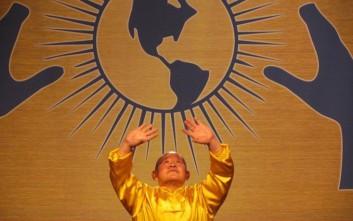 Ο κινέζος θεραπευτής που κάνει το νερό να βράζει και έχει πελάτες τον Δαλάι Λάμα και τους Λέικερς