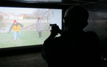 Αστυνομικός πέρασε φωτογραφική μηχανή για όπλο και τράβηξε τη σκανδάλη