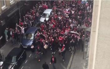 «Κατάληψη» από 20.000 οπαδούς της Κολωνίας στο Λονδίνο