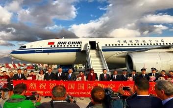 Δείτε την άφιξη της πρώτης πτήσης από το Πεκίνο στην Αθήνα