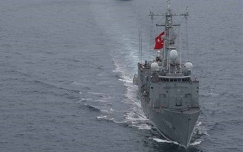 Τουρκική φρεγάτα ανοικτά του Σουνίου και παράνομη NAVTEX στην καρδιά του Αιγαίου