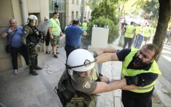 ΝΔ: Οι «Ρουβίκωνες» δικαιολογούνται, στους μεταλλωρύχους ρίχνει χημικά