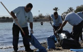 Τι λέει ο πλοιοκτήτης του «Αγία Ζώνη ΙΙ» για τη ρύπανση στην Πειραϊκή και την Γλυφάδα