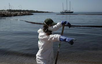 Μικρές ποσότητες μαζούτ έφτασαν στις παραλίες της Βούλας και στο Καβούρι
