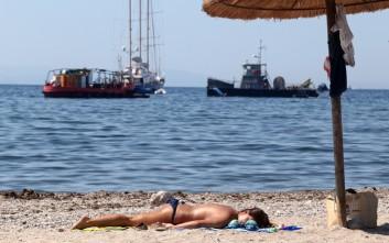 Μπάνιο στις παραλίες της Αττικής παρά τη ρύπανση